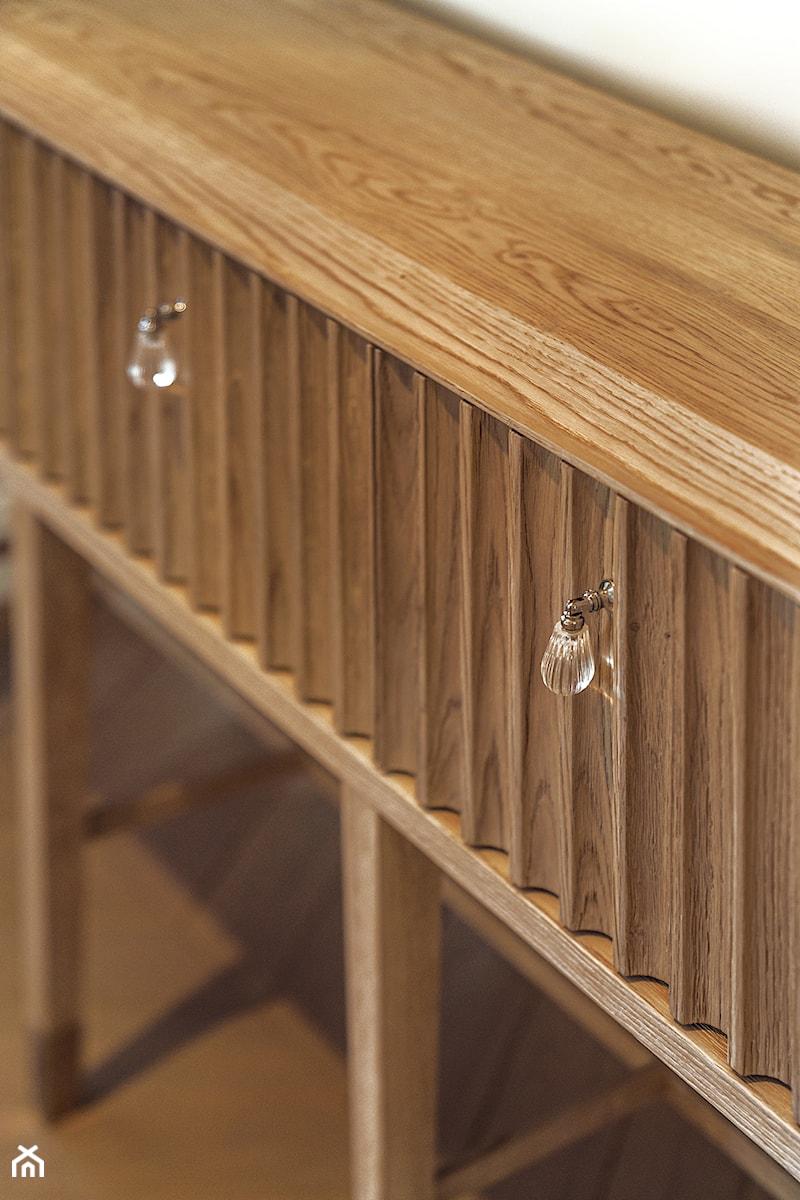 Sopot Apartament z widokiem, - Biały hol / przedpokój, styl klasyczny - zdjęcie od Katarzyna Kraszewska Architektura Wnętrz