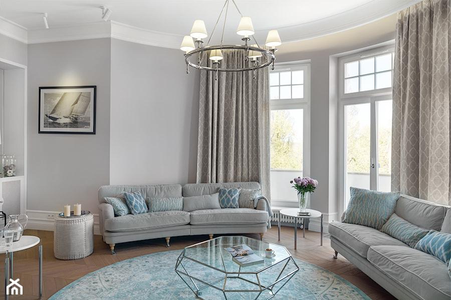 Sopot Apartament z widokiem, - Duży szary salon, styl klasyczny - zdjęcie od Katarzyna Kraszewska Architektura Wnętrz