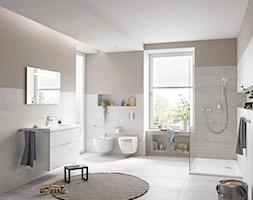 Euro Ceramic - Duża biała beżowa łazienka dla dzieci z oknem, styl skandynawski - zdjęcie od GROHE