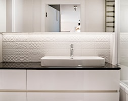 Elegancka i klasyczna łazienka od - zdjęcie od Base Architekci