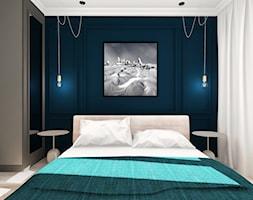 Mieszkanie w stylu Mid-century modern - Mała szara niebieska sypialnia małżeńska, styl nowojorski - zdjęcie od Base Architekci
