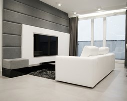 Mieszkanie z miłości do betonu - Mały szary biały salon z jadalnią z tarasem / balkonem, styl minimalistyczny - zdjęcie od Base Architekci