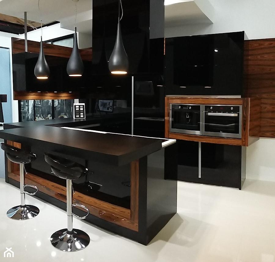 Czarna kuchnia  zdjęcie od Meblostyl -> Kuchnia Drewniana Z Ekspozycji
