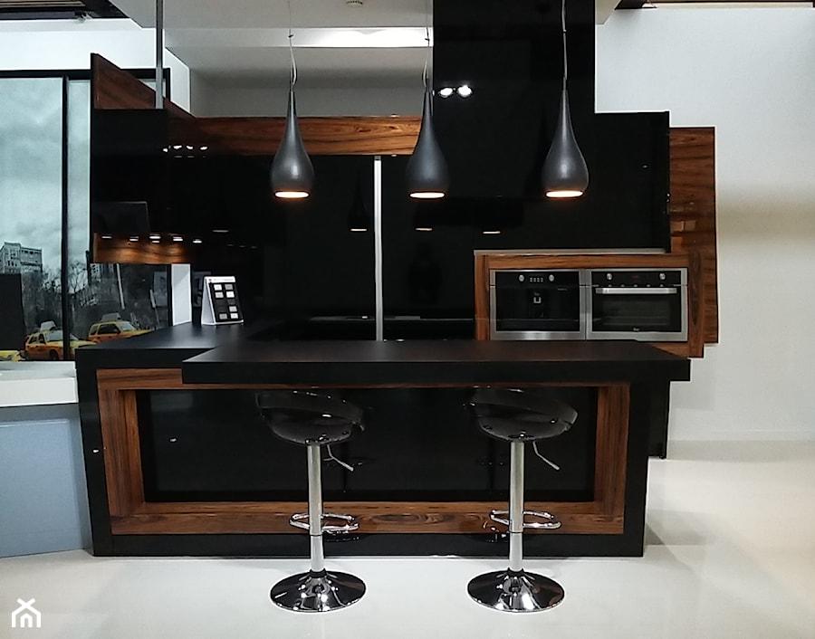 Czarna kuchnia - zdjęcie od Meblostyl