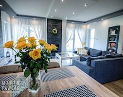 Dom Skoczów - realizacja - Średnia otwarta jadalnia w salonie - zdjęcie od MARTA PAWLAK ARCHITEKTURA WNĘTRZ