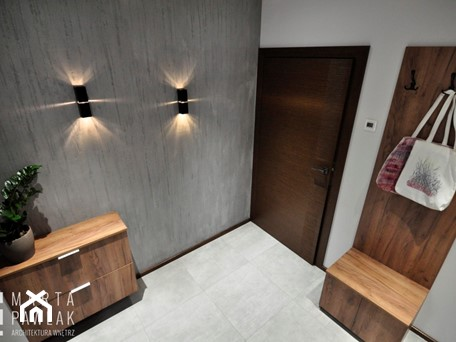 Dom Jednorodzinny Wisła - realizacja - Mały biały szary hol / przedpokój, styl industrialny - zdjęcie od MARTA PAWLAK ARCHITEKTURA WNĘTRZ