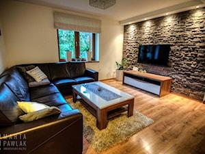 Dom Brenna - realizacja - Średni beżowy salon, styl nowoczesny - zdjęcie od MARTA PAWLAK ARCHITEKTURA WNĘTRZ