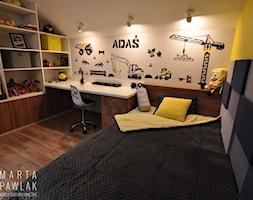 Dom Jednorodzinny Wisła - realizacja - Średni biały żółty pokój dziecka dla chłopca dla dziewczynki dla ucznia dla nastolatka, styl nowoczesny - zdjęcie od MARTA PAWLAK ARCHITEKTURA WNĘTRZ