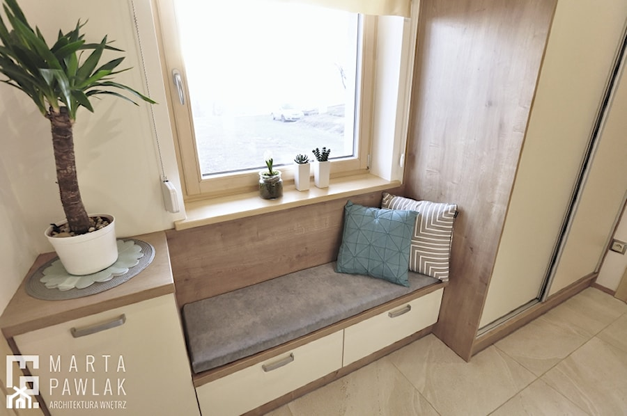Dom Jednorodzinny Wisła 02 -realizacja - Mały biały hol / przedpokój, styl tradycyjny - zdjęcie od MARTA PAWLAK ARCHITEKTURA WNĘTRZ