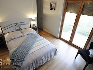Dom parterowy Skoczów - Realizacja - Średnia szara sypialnia małżeńska, styl tradycyjny - zdjęcie od MARTA PAWLAK ARCHITEKTURA WNĘTRZ