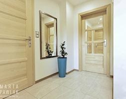 Dom Jednorodzinny Wisła 02 -realizacja - Średni biały hol / przedpokój, styl tradycyjny - zdjęcie od MARTA PAWLAK ARCHITEKTURA WNĘTRZ