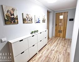 Dom jednorodzinny Pruchna - realizacja - Mały szary hol / przedpokój, styl skandynawski - zdjęcie od MARTA PAWLAK ARCHITEKTURA WNĘTRZ