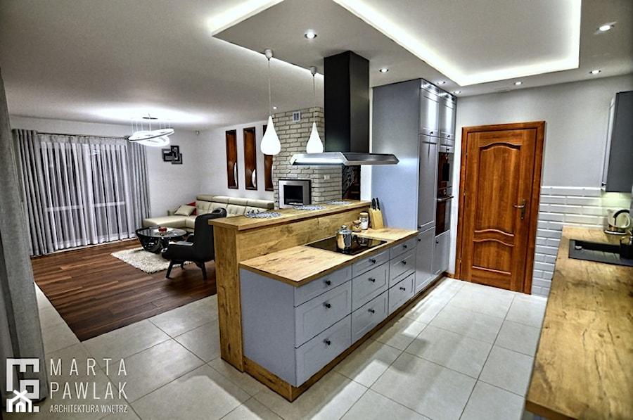 Dom jednorodzinny Pierściec - realizacja - Średnia otwarta szara kuchnia dwurzędowa w aneksie z oknem, styl klasyczny - zdjęcie od MARTA PAWLAK ARCHITEKTURA WNĘTRZ