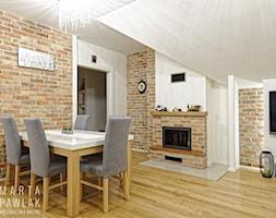 Mieszkanie na poddaszu Brenna - realizacja - Średnia otwarta beżowa jadalnia w salonie, styl klasyczny - zdjęcie od MARTA PAWLAK ARCHITEKTURA WNĘTRZ