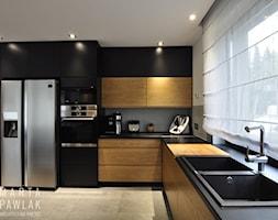 Dom Jednorodzinny Wisła - realizacja - Duża otwarta szara kuchnia w kształcie litery l z oknem, styl industrialny - zdjęcie od MARTA PAWLAK ARCHITEKTURA WNĘTRZ