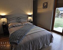 Dom parterowy Skoczów - Realizacja - Mała biała sypialnia małżeńska, styl tradycyjny - zdjęcie od MARTA PAWLAK ARCHITEKTURA WNĘTRZ