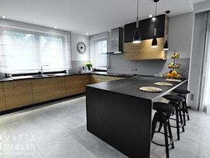 Dom Jednorodzinny Wisła - realizacja - Duża otwarta biała szara kuchnia w kształcie litery u w aneksie z oknem, styl industrialny - zdjęcie od MARTA PAWLAK ARCHITEKTURA WNĘTRZ