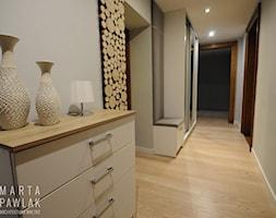 Mieszkanie w kamienicy Cieszyn - Realizacja - Duży szary hol / przedpokój, styl nowoczesny - zdjęcie od MARTA PAWLAK ARCHITEKTURA WNĘTRZ