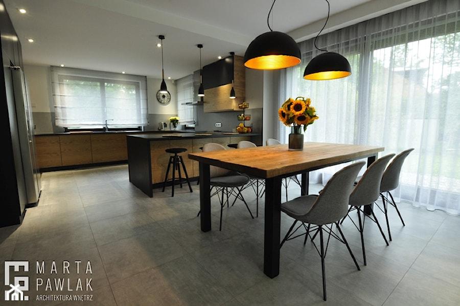 Dom Jednorodzinny Wisła - realizacja - Duża otwarta jadalnia jako osobne pomieszczenie, styl industrialny - zdjęcie od MARTA PAWLAK ARCHITEKTURA WNĘTRZ