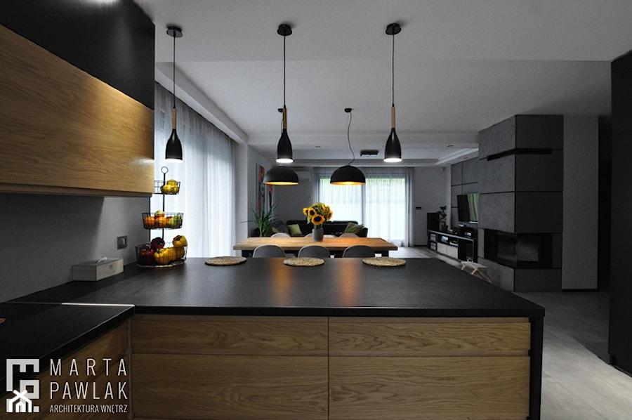 Dom Jednorodzinny Wisła - realizacja - Średnia otwarta kuchnia z wyspą, styl industrialny - zdjęcie od MARTA PAWLAK ARCHITEKTURA WNĘTRZ