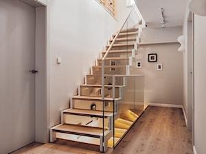 Jak ciekawie zaaranżować schody w domu? W drodze na wyższy poziom inspiracji