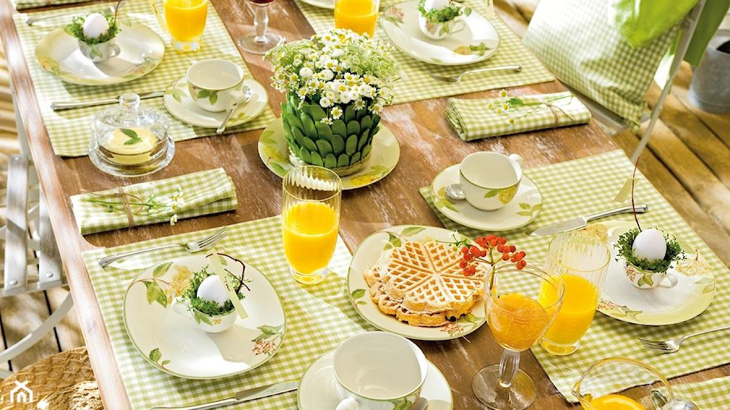 wiosenna aranżacja stołu jadalnianego