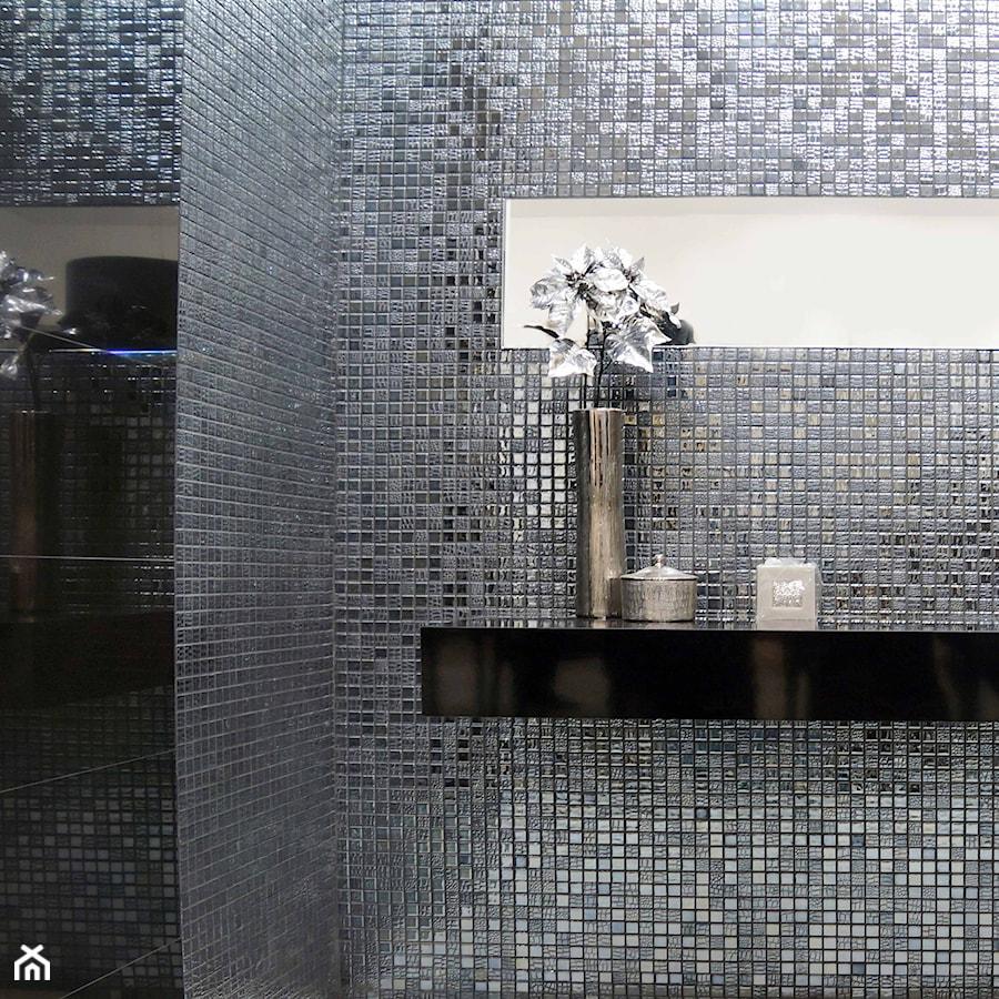 łazienka Z Połyskiem Płytki Srebrne Grafitowe Mozaiki I
