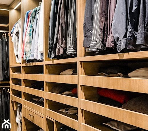 659d6120675 Dom Hamburg - Średnia zamknięta garderoba przy sypialni