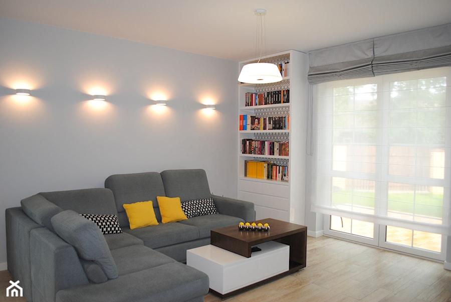 Biblioteka w salonie zdj cie od ambasada wn trz homebook for Biblioteczka w salonie