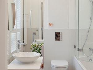 apartament - Poznań/centrum - Średnia biała beżowa łazienka z oknem - zdjęcie od KREACJA PRZESTRZENI Anna Matuszewska-Janik