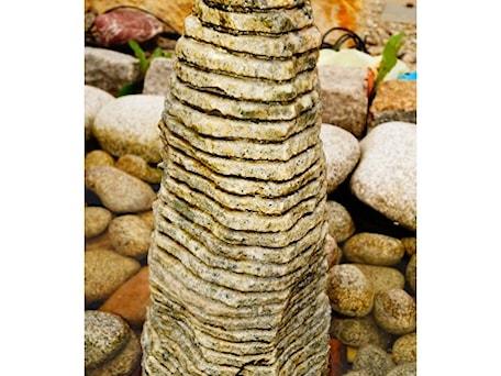 Aranżacje wnętrz - Ogród: Fontanna monolit frezowany zielony - Kamienie naturalne Chrobak. Przeglądaj, dodawaj i zapisuj najlepsze zdjęcia, pomysły i inspiracje designerskie. W bazie mamy już prawie milion fotografii!