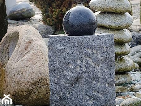 """Aranżacje wnętrz - Ogród: Fontanna Granitowa """"1239"""" - Kamienie naturalne Chrobak. Przeglądaj, dodawaj i zapisuj najlepsze zdjęcia, pomysły i inspiracje designerskie. W bazie mamy już prawie milion fotografii!"""