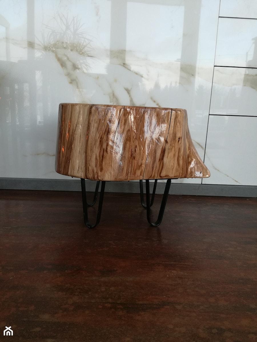 oryginalny stołek drewniany - zdjęcie od Kamienie naturalne Chrobak