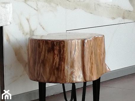 Aranżacje wnętrz - Salon: Oryginalny stołek drewniany - Kamienie naturalne Chrobak. Przeglądaj, dodawaj i zapisuj najlepsze zdjęcia, pomysły i inspiracje designerskie. W bazie mamy już prawie milion fotografii!