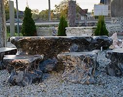 Zestaw mebli do ogrodu wykonanych z kamienia naturalnego - zdjęcie od Kamienie naturalne Chrobak - Homebook