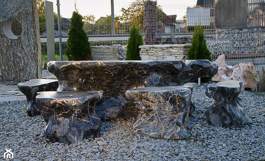 Zestaw mebli do ogrodu wykonanych z kamienia naturalnego - zdjęcie od Kamienie naturalne Chrobak