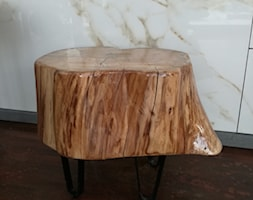 Oryginalny stołek drewniany - zdjęcie od Kamienie naturalne Chrobak - Homebook