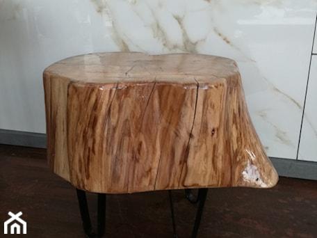 Aranżacje wnętrz - Jadalnia: Oryginalny stołek drewniany - Kamienie naturalne Chrobak. Przeglądaj, dodawaj i zapisuj najlepsze zdjęcia, pomysły i inspiracje designerskie. W bazie mamy już prawie milion fotografii!