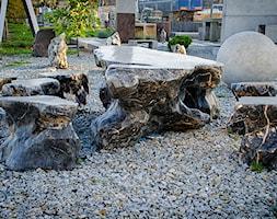 Zestaw mebli ogrodowych wykonanych z kamienia naturalnego - zdjęcie od Kamienie naturalne Chrobak - Homebook