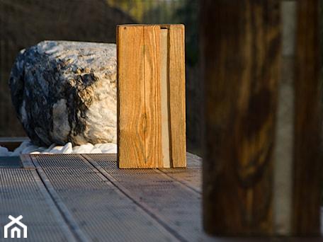Aranżacje wnętrz - Ogród: Oświetlenie Ogrodowe Wood Light 01 - Kamienie naturalne Chrobak. Przeglądaj, dodawaj i zapisuj najlepsze zdjęcia, pomysły i inspiracje designerskie. W bazie mamy już prawie milion fotografii!