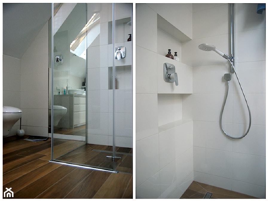 Biała łazienka ze skosem - zdjęcie od Magdalena Sobula Pracownia Projektowa Pe2