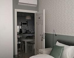 Apartament 01 - Mała szara sypialnia, styl tradycyjny - zdjęcie od Studio R35