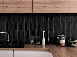 Giserska - Mała zamknięta czarna kuchnia w kształcie litery l, styl nowoczesny - zdjęcie od na-antresoli