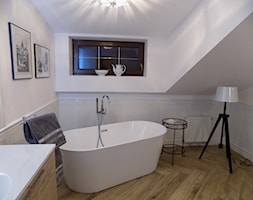 """łazienka na piętrze po remoncie - zdjęcie od Projektowanie Wnętrz """"ART LINE"""""""