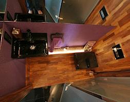 Łazienka w drewnie. Realizacja w Zielonej Górze. - Mała różowa łazienka w bloku w domu jednorodzinnym bez okna, styl eklektyczny - zdjęcie od PHU Bortnowski