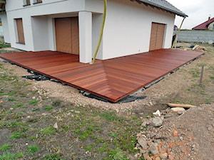 Taras drewniany wykonany z drewna Bangkirai. Realizacja w Żarach