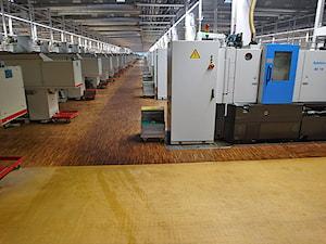 Realizacja parkietów w hali fabrycznej w Piotrkowie Trybunalskim
