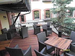"""Taras drewniany w """"Starym Młynie"""" w Zielonej Górze (obecnie Pub """"Barcelona"""")"""