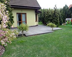 Taras kompozytowy Twinson w Poznaniu - Średni ogród za domem - zdjęcie od PHU Bortnowski