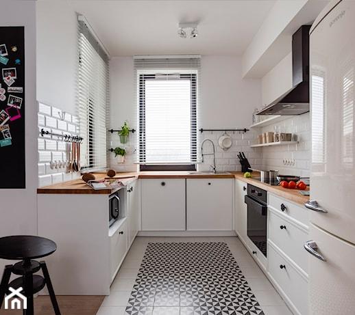 Średnia otwarta kuchnia w kształcie litery u w aneksie   -> Mala Kuchnia Loft